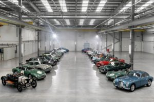 Aston Martin, una marca centenaria resumida en 28 vehículos